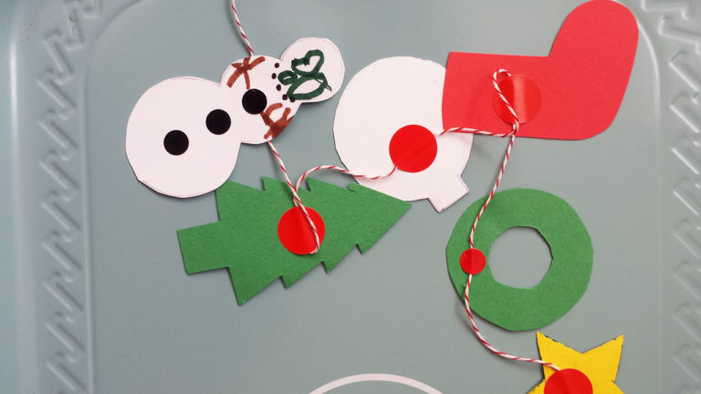 Pocket-size Christmas Garland printable from Lellobird
